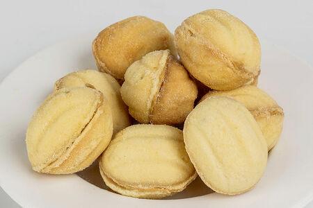 Орешки с варёной сгущенкой