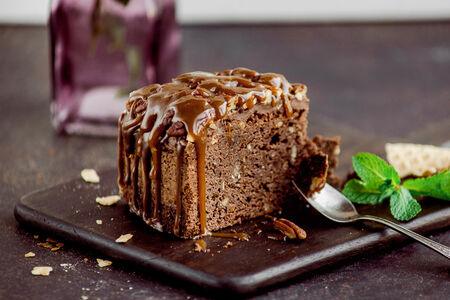 Горячий Брауни на бельгийском шоколаде с орехами пекан
