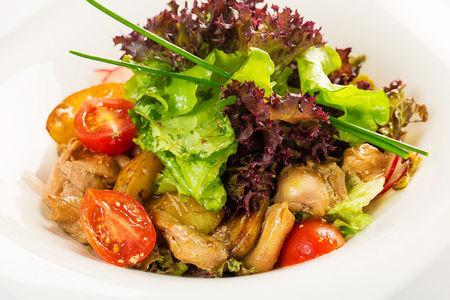 Теплый деревенский салат