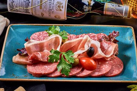 Ассорти итальянских салями
