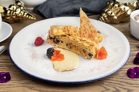 Миндальный торт с черносливом, курагой и грецким орехом