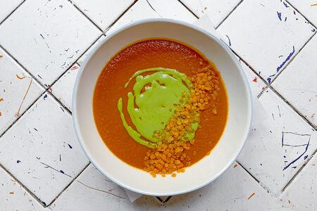 Крем-суп из из чечевицы с йогуртовым соусом