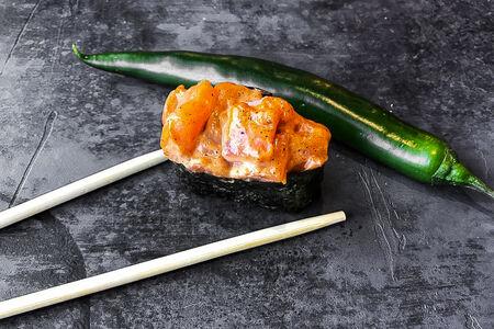 Спайс суши с копчёным лососем