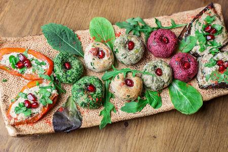 Рулетики из перца и баклажанов с орехами
