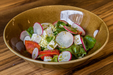 Греческий  салат с кокосовой фетой