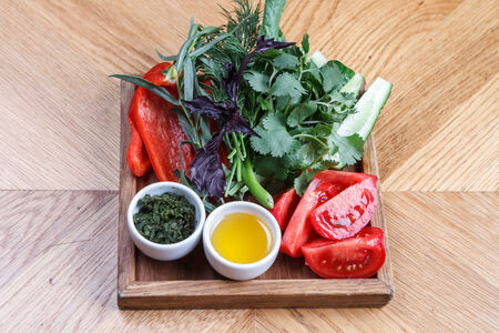 Свежие овощи и зелень