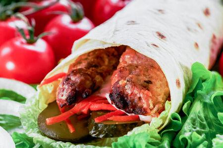 Люля-кебаб из курицы с овощами в лаваше
