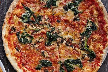 Пицца со шпинатом, грибами и трюфельным маслом
