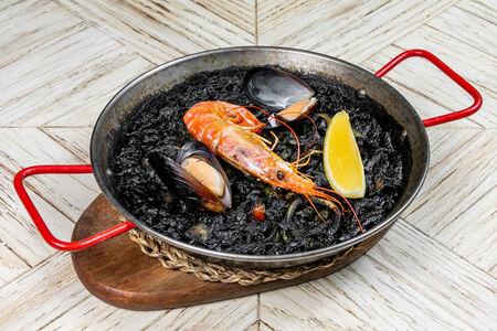 Паэлья черная с морепродуктами