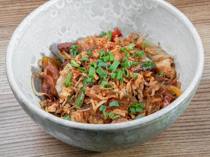 Лапша по-сингапурски с креветками и курицей
