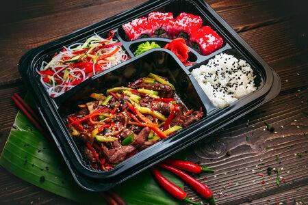 Филе говядины в соусе Пад Тай с рисом