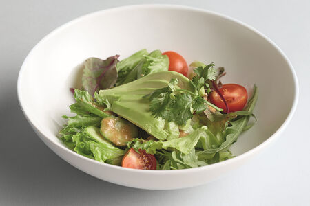 Салат с томатами и эдамамэ