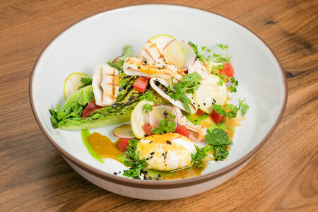 Салат с романо гриль и кальмаром