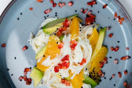 Салат с крабом и авокадо