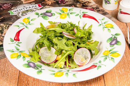 Итальянский овощной салат с рукколой