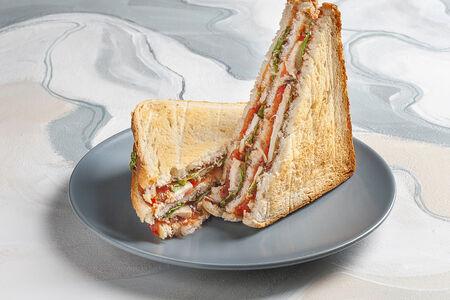 Сэндвич с курицей и соусом барбекю
