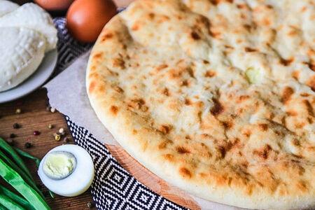 Пирог с луком, яйцом и сыром