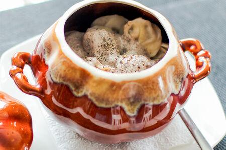 Пельмени по-домашнему со сливочно-грибным соусом