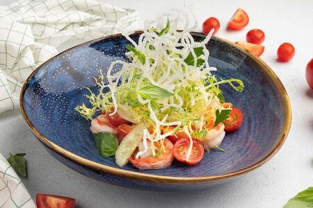 Салат с креветками и соусом манго