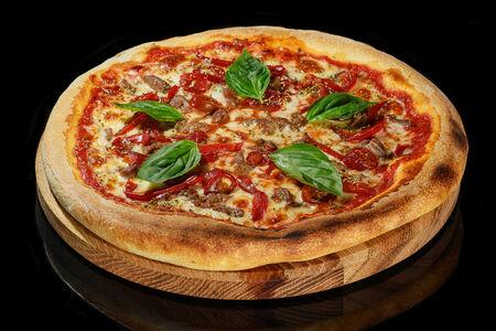 Пицца с говядиной и халапеньо