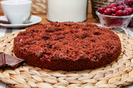Пирог с вишней в шоколаде