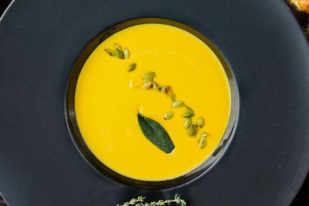 Крем-суп из тыквы с трюфельным маслом