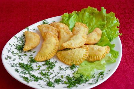 Мини-чебурек с ветчиной и сыром