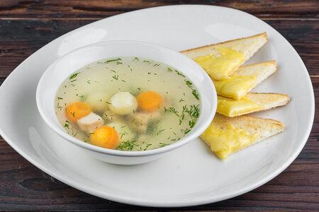 Куриный суп с сырными гренками