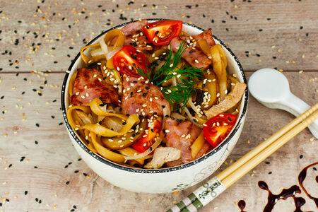 Удон со свининой в сливочном соусе