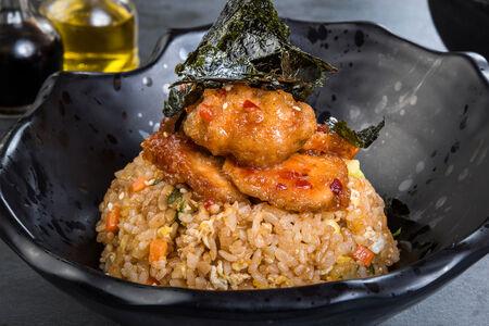 Рис с овощами и курицей в тайском соусе