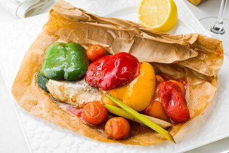 Филе сибаса со вкусом лемонграсс с овощами