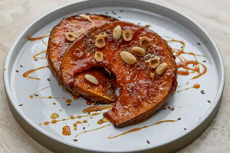 Карамелизированная тыква с орехами семенами льна