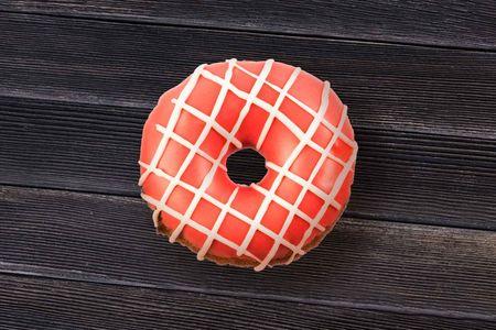 Пончик клубничный