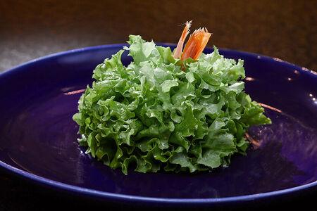 Зеленый салат с лангустинами