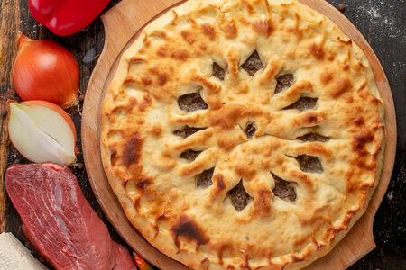 Осетинский пирог с мясом, сыром и болгарским перцем