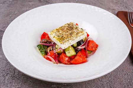 Салат Греческий с сыром фета и оливками каламата