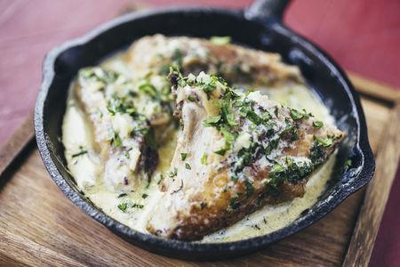 Курица Чкмерули в чесночном соусе