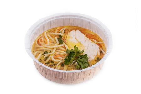 Суп лапша на основе легкого бульона из куриной грудки