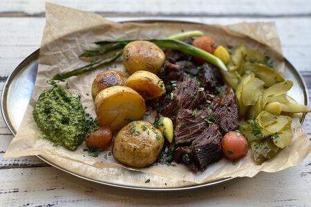 Томленая говядина с овощами