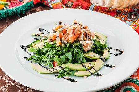 Салат с маринованной семгой