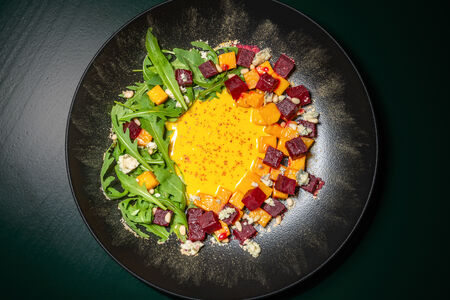 Салат из печёной свёклы с тыквой и сыром