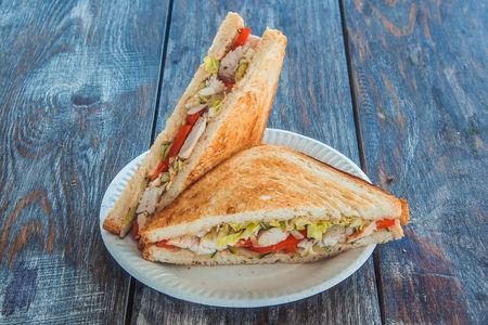 Сэндвич с копченым цыпленком