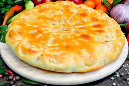 Пирог с говядиной, шампиньонами и сыром