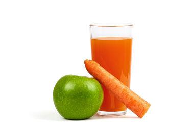 Свежевыжатый яблочно-морковный сок