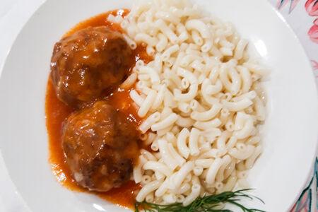 Тефтели куриные с рисомв томатном соусе