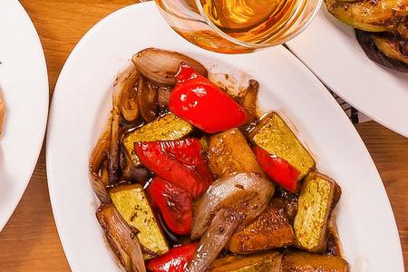 Овощи, обжаренные с бальзамиком