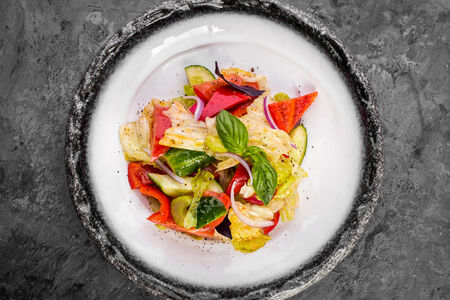 Салат с дачными овощами
