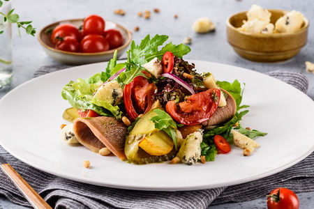 Тёплый салат с телячьим языком
