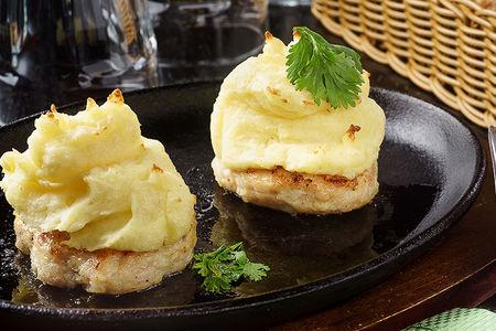 Куриные котлеты с картофельным сабайоном