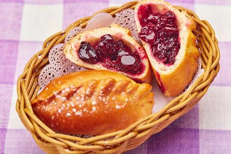 Пирожки с вишней (2)